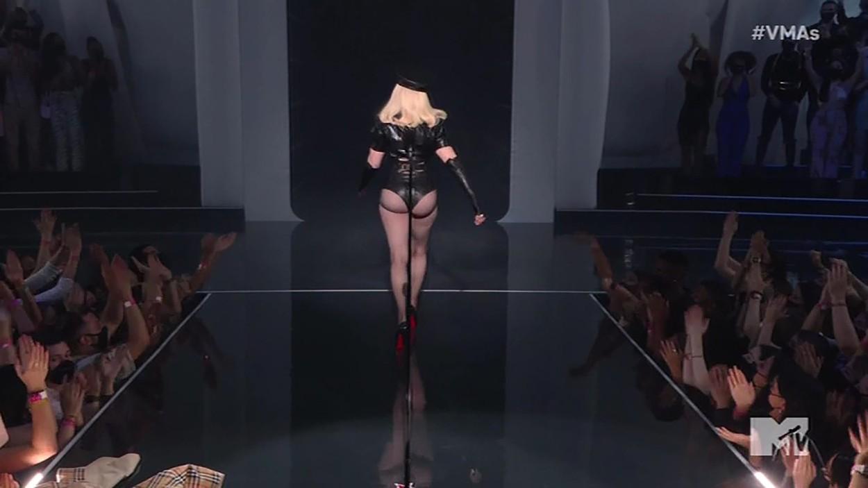 Apariție uimitoare a Madonnei la gala MTV. Cum arată diva la 63 de ani în costum de piele