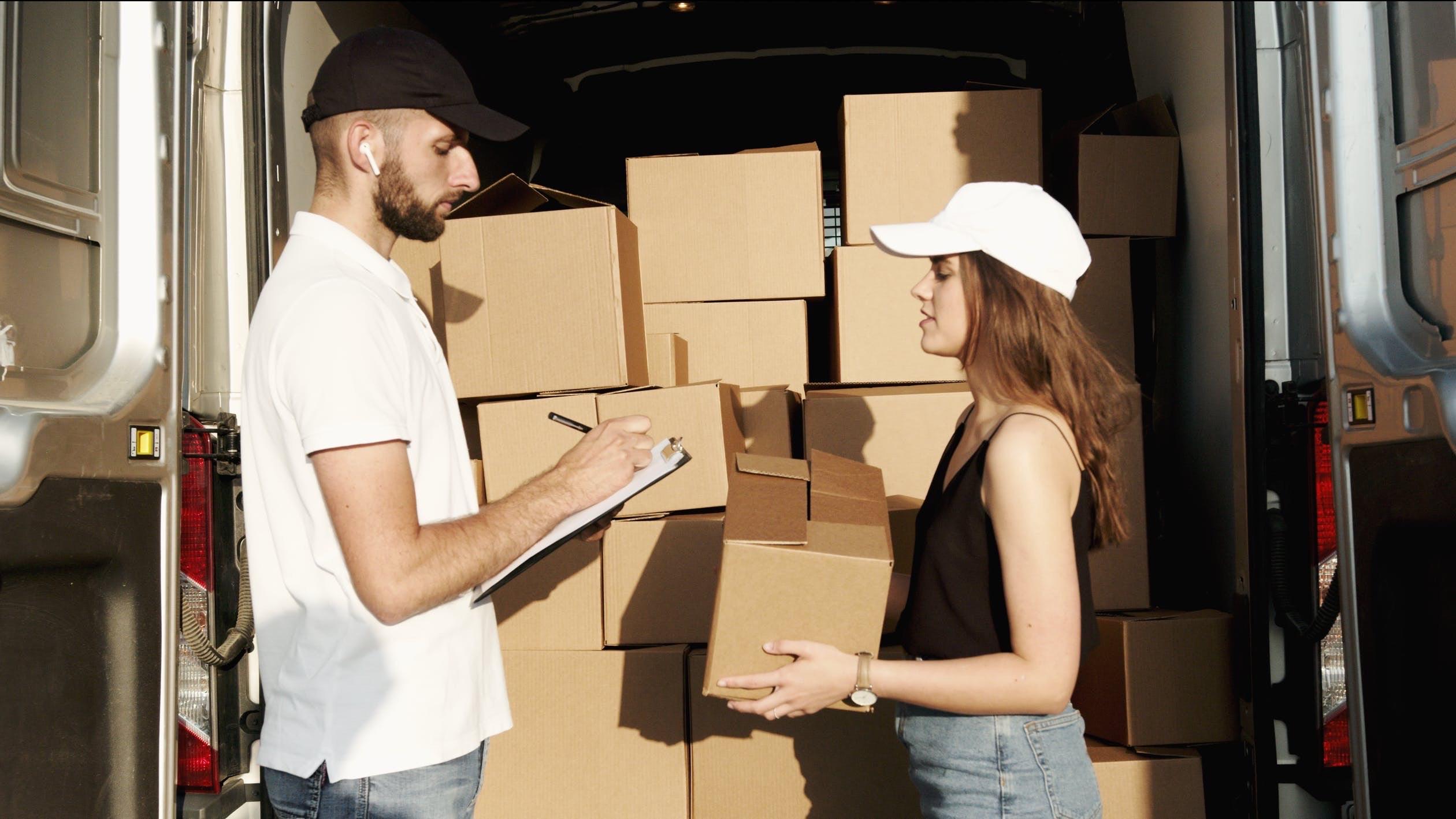 (P) Produsele achiziționate de la QuickMobile sunt livrate de către firma de curierat aleasă de client