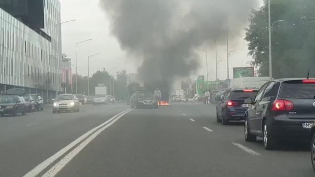 """Momente de groază în Târgu Mureș. Un autobuz a luat foc în mers: """"Noi cumpărăm toate rablele din străinătate"""""""