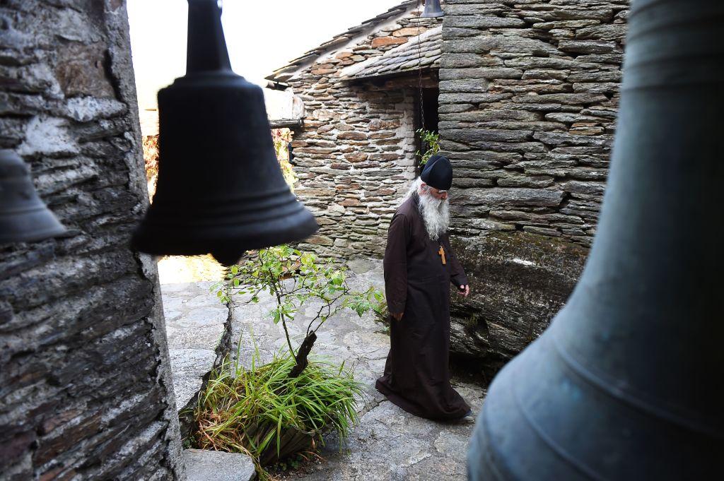 Focar uriaș pe Muntele Athos. Peste 1.000 de călugări din mănăstiri s-au infectat cu Covid-19