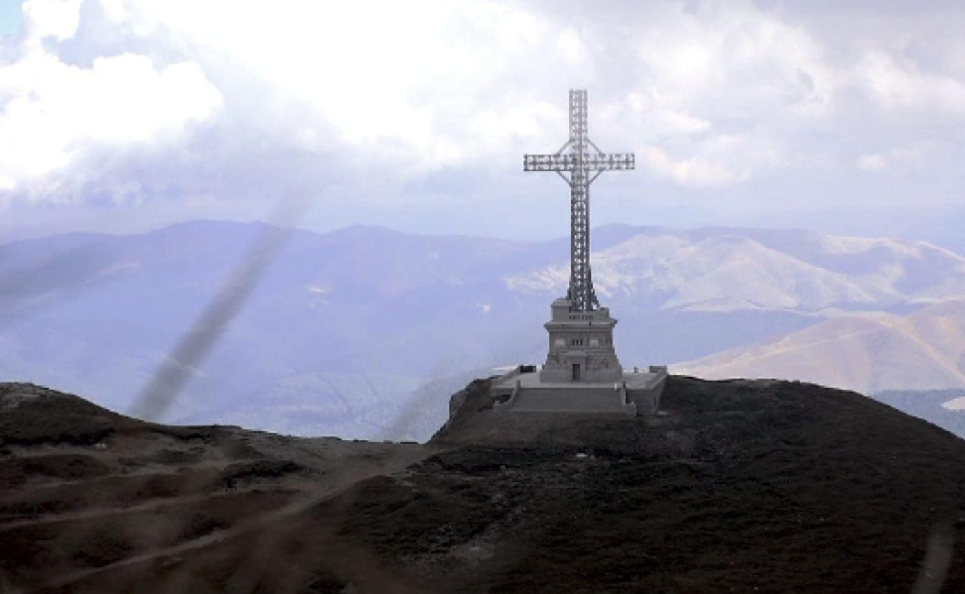 Crucea de pe Caraiman, cinstită de militari. Imnul României a răsunat la 2291 de metri