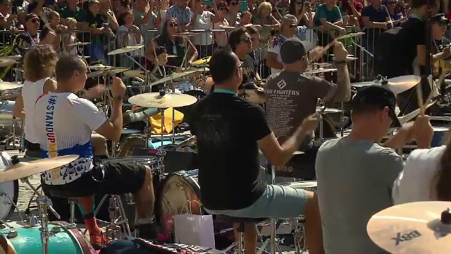 Spectacol de zile mari în Slovenia. 100 de toboșari de toate vârstele au cântat în sincron