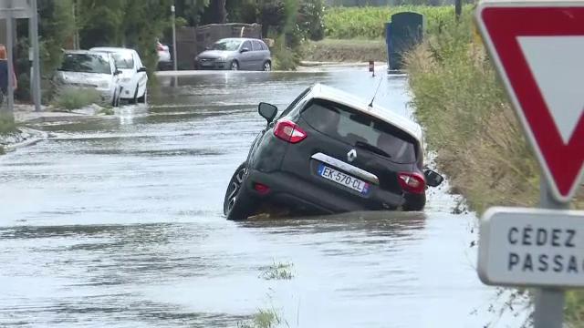 Mașini răsturnate, drumuri blocate, școli închise. Este imaginea apocaliptică lăsată de furtuna care a măturat sudul Franței