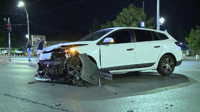 Dezastru pe bulevardele din București. Două accidente rutiere s-au soldat cu trei răniți