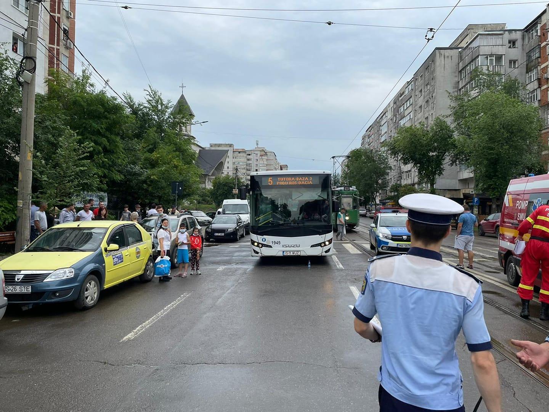Un șofer de la Transportul Public Iași, oprit în trafic, după ce a pus mai multe afișe în parbriz. Ce mesaj afișa
