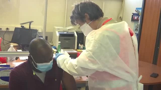 Aproximativ 3.000 de angajați din Sănătate, suspendați temporar pentru că nu s-au vaccinat, în Franța