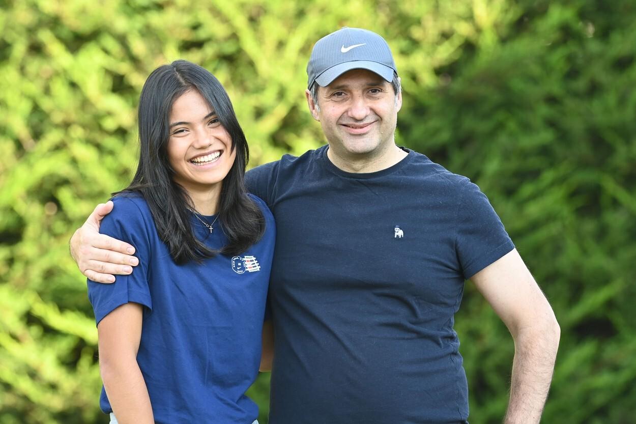 Imagini rare cu Emma Răducanu și tatăl ei român. Sportiva s-a întors acasă după victoria de la US Open. GALERIE FOTO