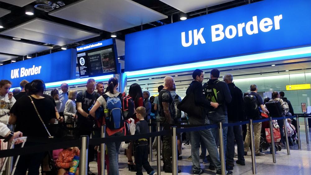 The Guardian: 60% dintre europenii opriți la frontieră în UK sunt români. MAE a cerut clarificări Londrei