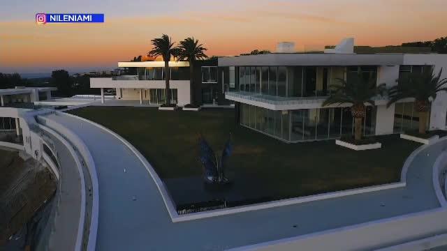 Cum arată cea mai mare casă din lume. Proprietatea a fost scoasă la vânzare pentru o sumă uriașă