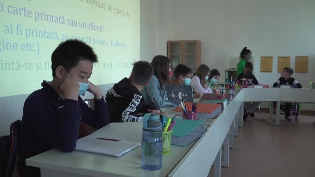 Modele de predare străină, în mai multe școli din țară. Părinții sunt încântați de evoluția celor mici