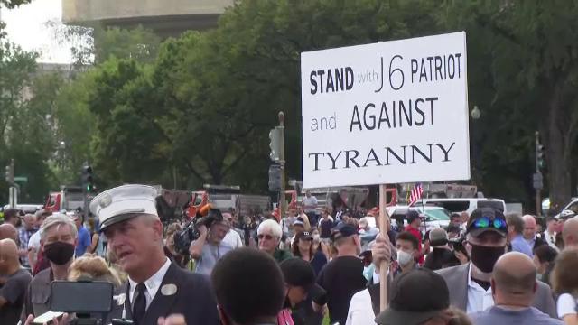 Proteste la Capitoliu. Sute de persoane s-au adunat în semn de susținere pentru cei reținuți după asaltul din ianuarie