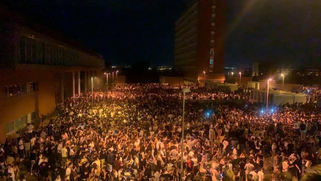 Petrecere în aer liber cu 25.000 de persoane la Madrid. Poliţia recunoaşte că a fost depăşită de situaţie