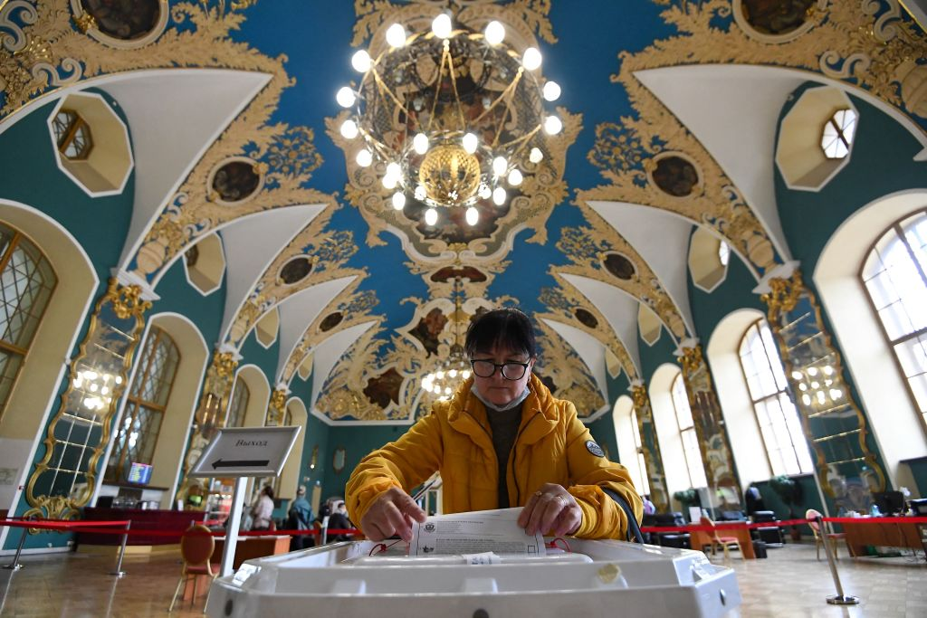 Alegeri în Rusia. Partidul pro-Kremlin, Rusia Unită, conduce în alegerile legislative