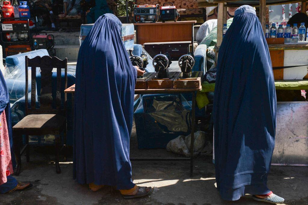 Spălatul toaletelor este singurul loc de muncă permis femeilor din Kabul în noua administrație