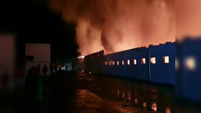 Incendiu violent la o fabrică de pâine din Constanța. 1.400 de metri pătrați au fost cuprinși de flăcări