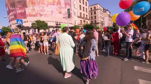 UE ne presează să găsim soluții pentru cuplurile de același sex. Ce fac în timpul acesta autoritățile române