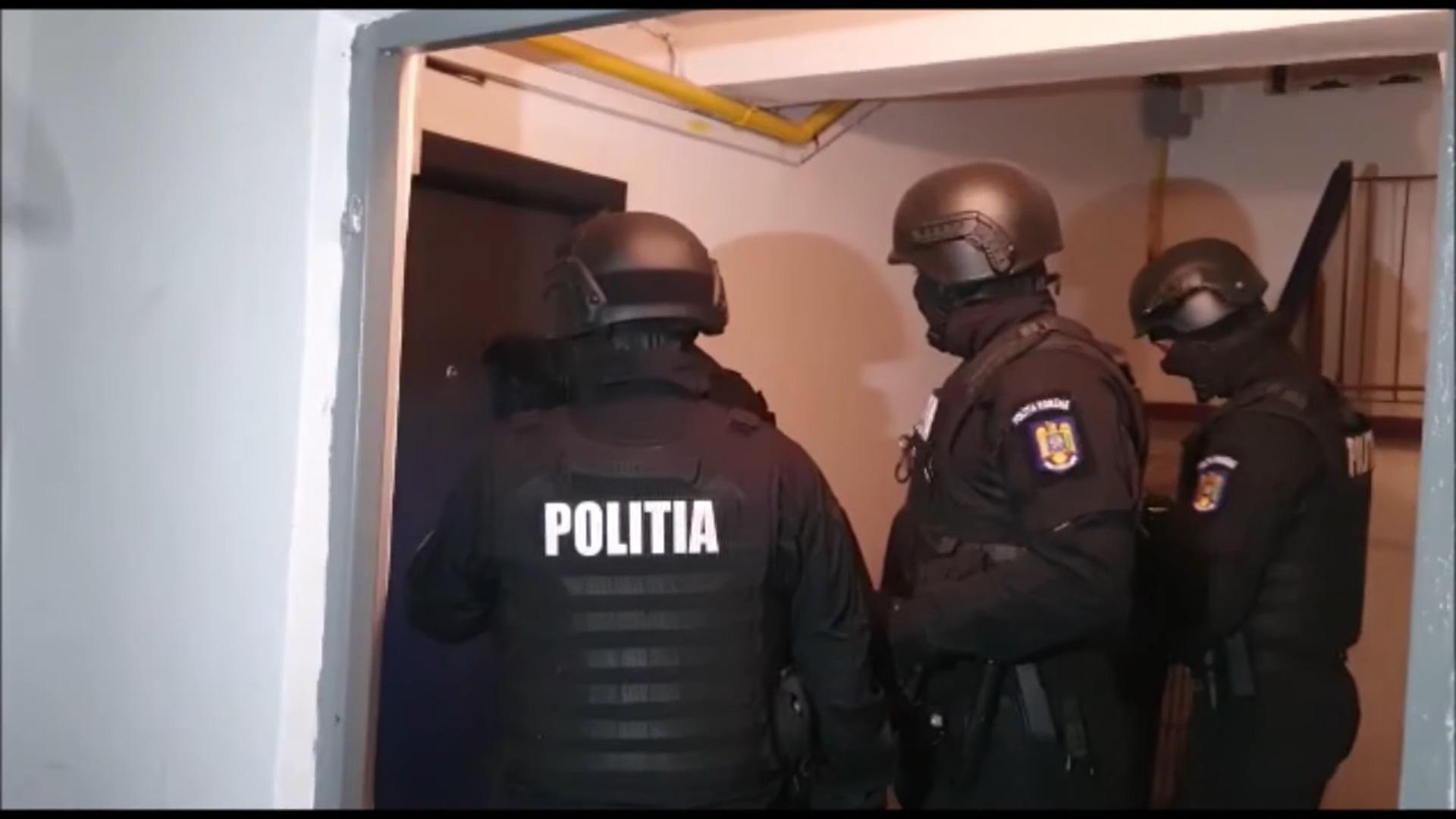 Doi angajați ai Primăriei Drobeta, reținuți pentru eliberarea de certificate false. Cât încasau pentru unul