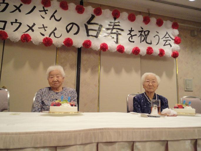 Recordul stabilit de două gemene în vârstă de 107 ani. Cele două au fost separate în copilărie