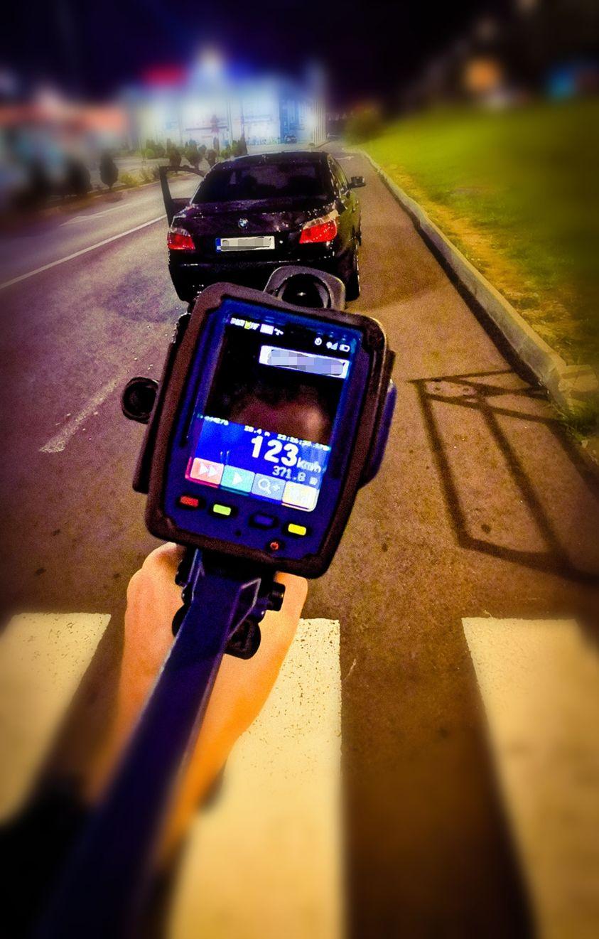Cum s-a scuzat un șofer din Brașov după ce a fost prins cu 123 km/h în localitate
