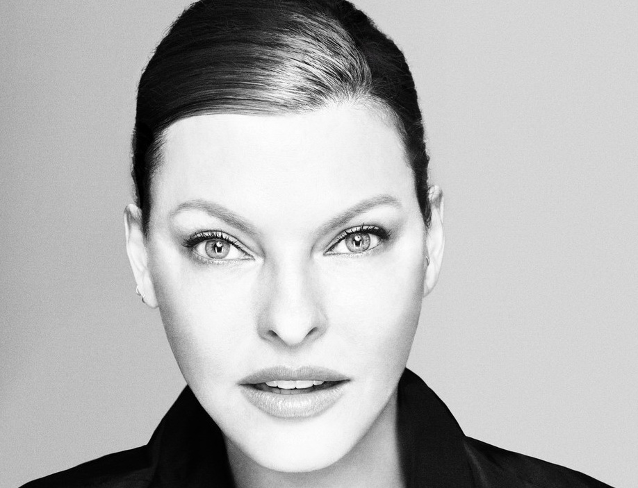 """Top-modelul Linda Evangelista, """"deformată permanent"""" în urma unei proceduri cosmetice"""
