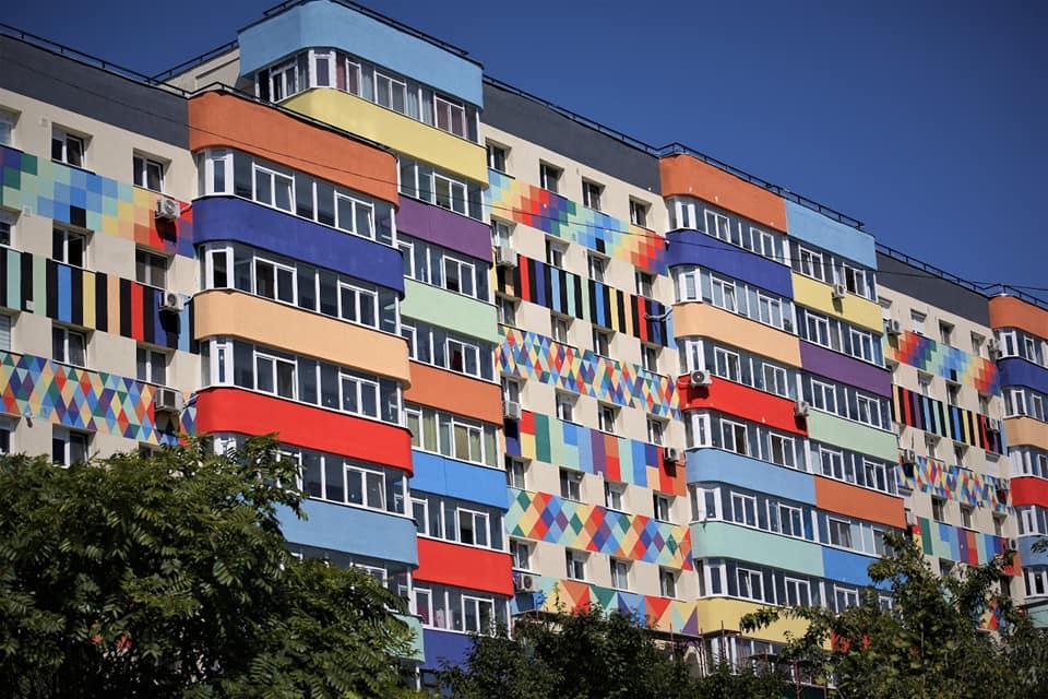 """Nemulțumiri în Sectorul 4 după reabilitarea unui bloc. Primarul Băluță: """"Punem un pic de culoare în tot ceea ce facem"""""""