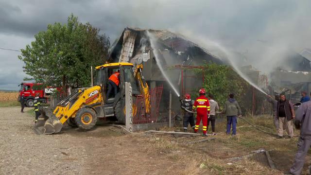 """Două fetițe au pornit un incendiu de proporții după ce s-au jucat cu focul. """"Este a treia oară când dau foc"""""""