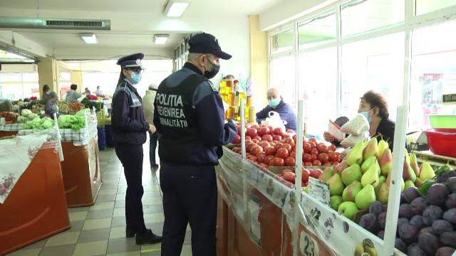 Mască obligatorie în spațiile aglomerate, în Dâmbovița. Polițiștii au început să dea amenzi pentru nerespectarea regulilor