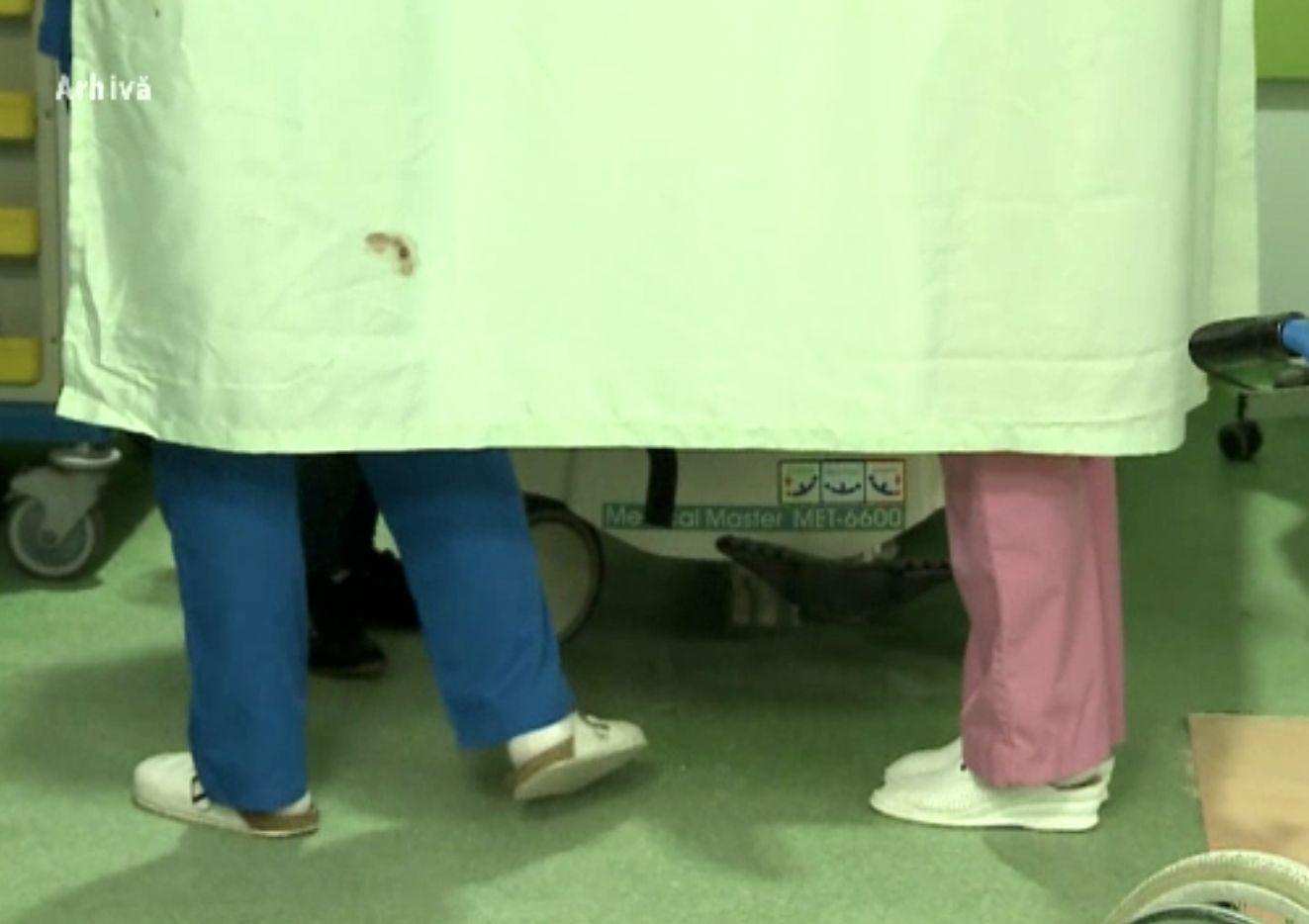 Asistentă medicală decedată, la zece zile după ce și fiica sa murise la naștere. Ambele aveau COVID