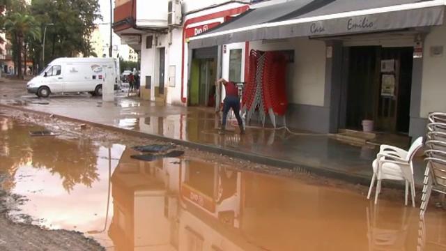 Inundațiile au făcut ravagii în Spania. Puhoaiele au mutat mașinile parcate