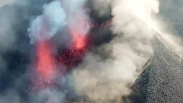 Un nor de cenușă și gaze toxice traversează România, după erupția vulcanului Cumbre Vieja
