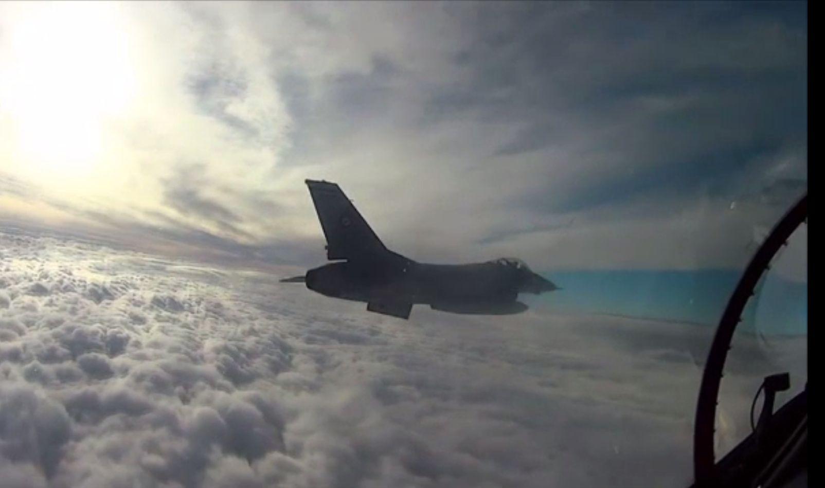 Avioane F16 au survolat cimitirul Bellu, drept omagiu adus pilotulului Ion Dobran