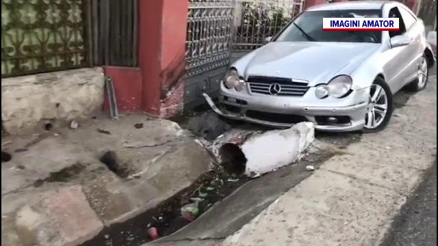 Un individ, căutat de polițiștii din Dolj după ce a provocat un grav accident de circulație și a fugit de la fața locului