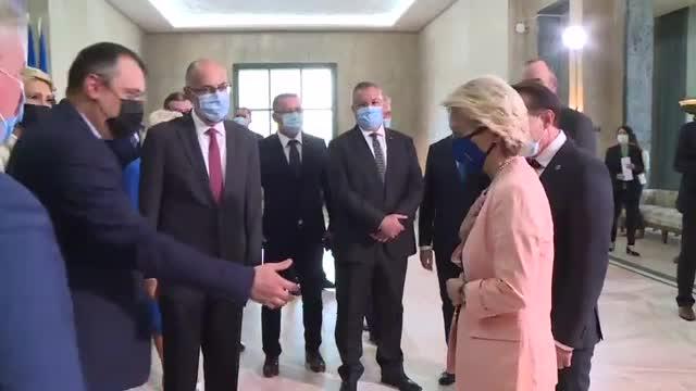 """VIDEO. Șefa Comisiei Europene a refuzat să dea mâna cu fostul ministru Cristian Ghinea: """"I'm sorry"""""""