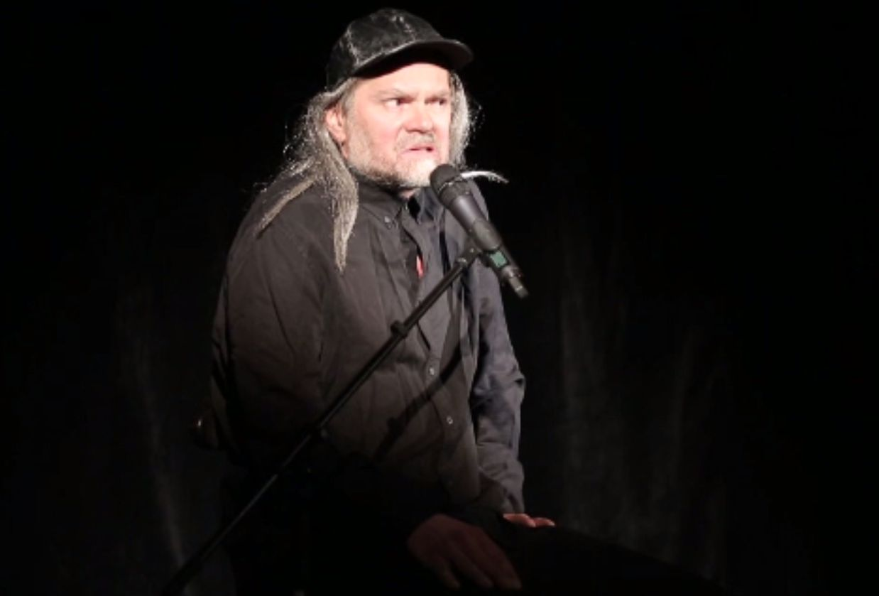 """A început Festivalul de Teatru """"Under Cloud"""". Florin Piersic jr. interpretează nu mai puțin de 13 personaje"""