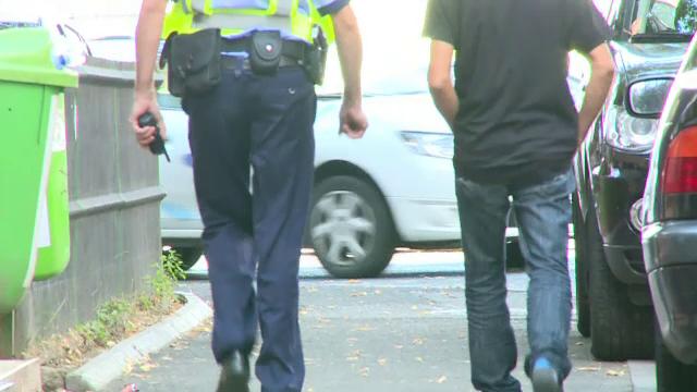Bărbat condamnat la închisoare, după ce a sechestrat un polițist. Omul legii i-ar fi făcut avansuri soției acestuia