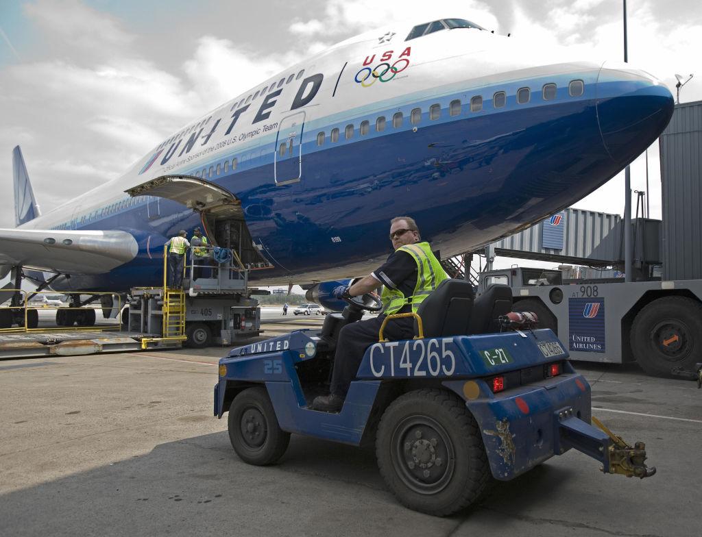 United Airlines va concedia aproape 600 de angajaţi nevaccinaţi