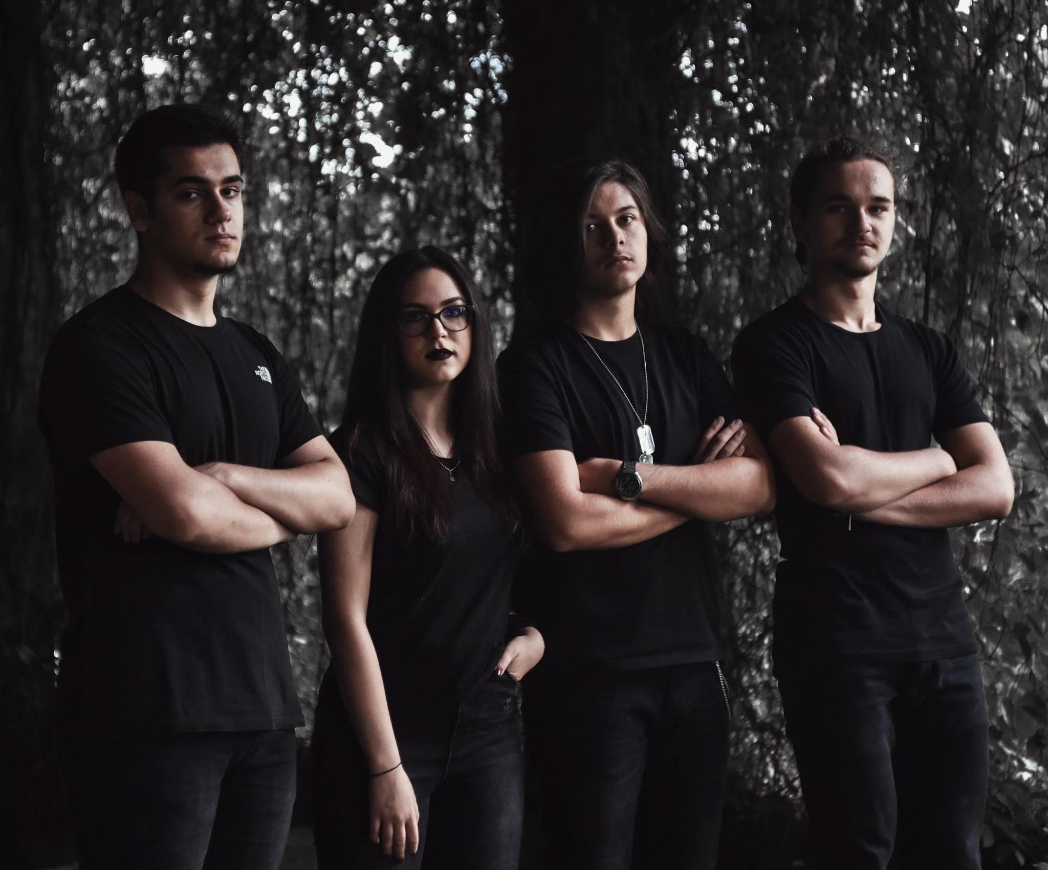 """Adolescenții din Flaming Skies au lansat albumul de debut """"Empire of glass"""": """"Lumea să nu uite de Goodbye to Gravity"""""""