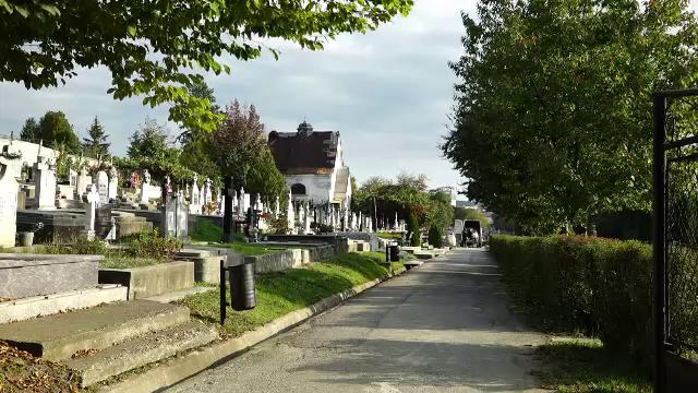 Situație revoltătoare în Bistrița. Oamenii nu au unde să-și îngroape rudele, pentru că cimitirul nou nu are căi de acces