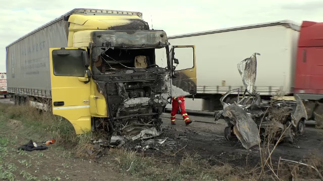 Un șofer de 23 de ani a murit carbonizat în propria mașină, pe o șosea din Prahova