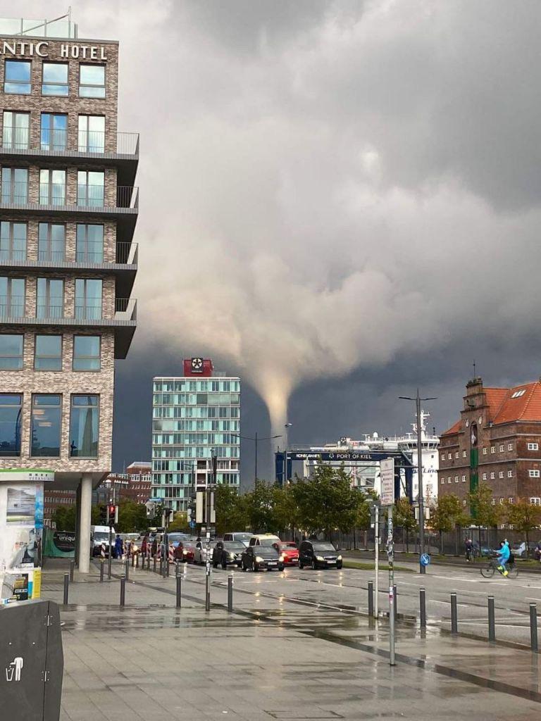 O tornadă a făcut prăpăd în nordul Germaniei. Șapte persoane au fost rănite